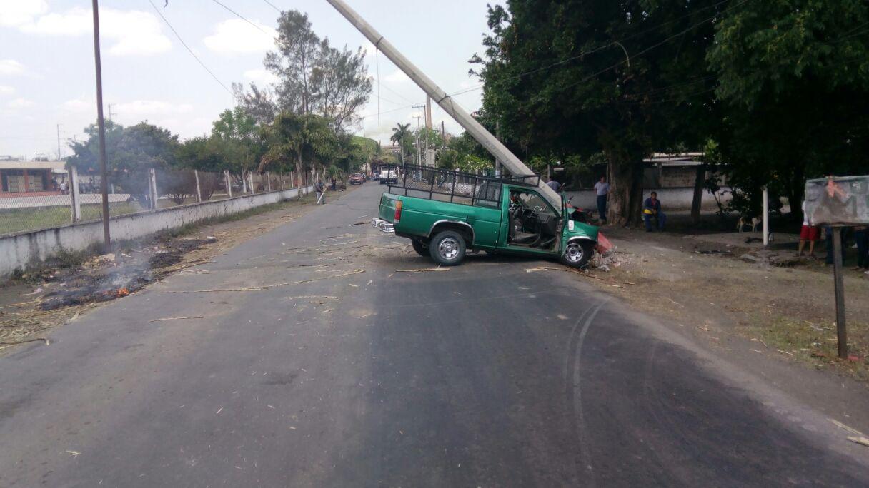 Pérdidas materiales y lesionados tras choque en Úrsulo Galván