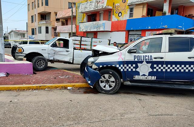 Choque de patrulla y camioneta deja 4 lesionados en Coatza