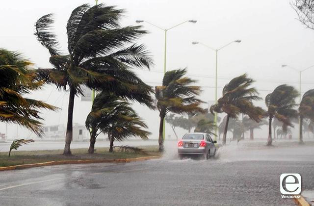 Veracruz en Alerta Gris por posible ciclón y lluvias torrenciales