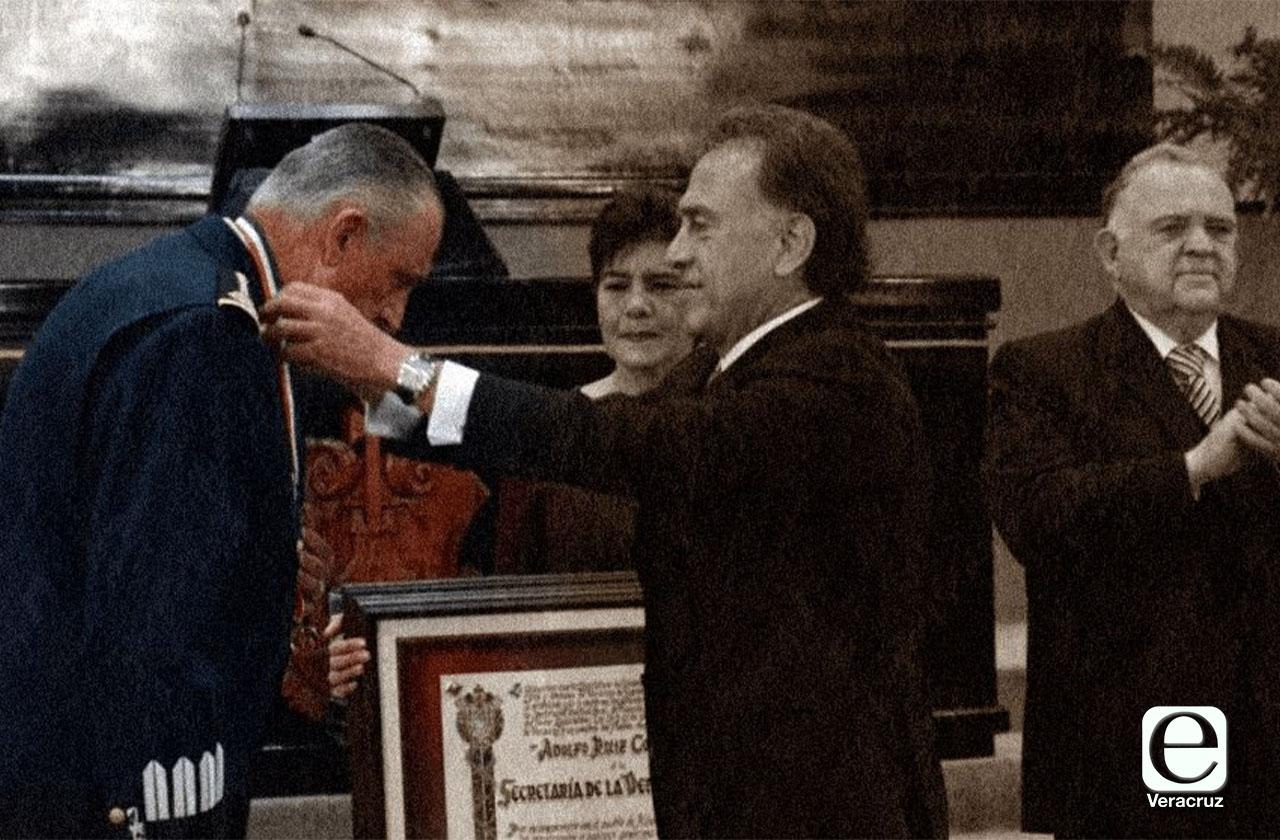 Cienfuegos, general condecorado por Yunes preso por narco en EU
