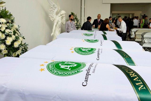 Chapecoense: cuerpos de fallecidos en accidente aéreo parten a casa