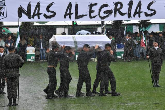 Chapecó, capital de la emoción, despide a futbolistas en tributo multitudinario