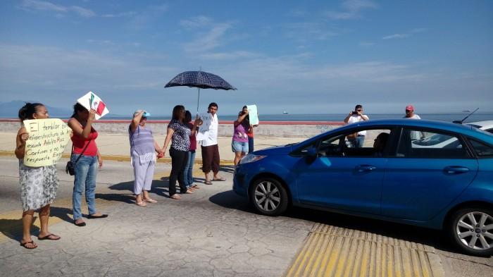 Primaria de Coatzacoalcos lleva una semana sin clases por daños del sismo