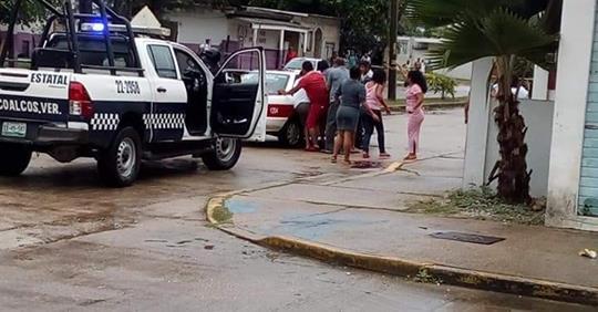 """Levantan"" a joven y disparan a sus familiares en Coatza"