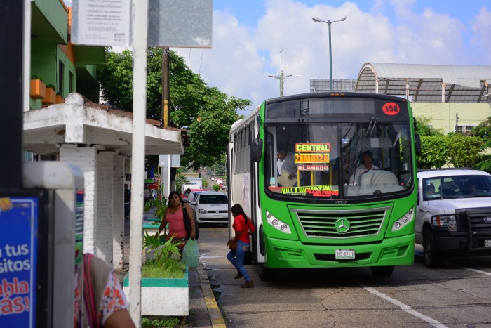 Anuncian condonación del derecho vehicular al transporte público