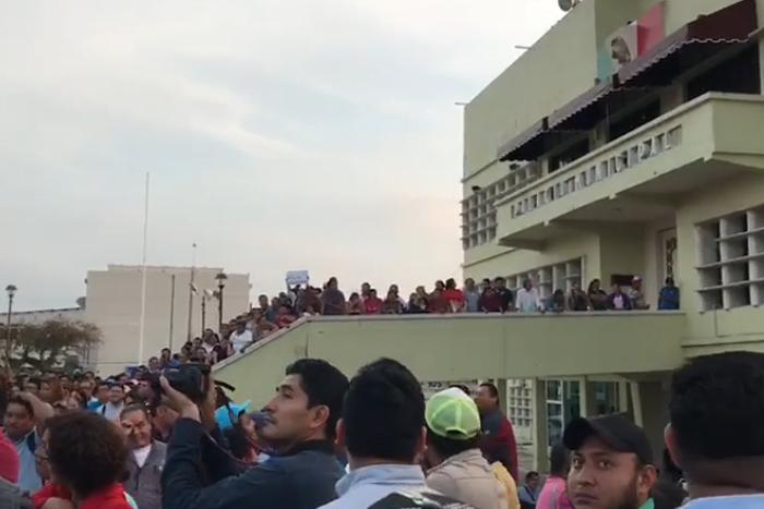 Sindicalizados paran labores en el ayuntamiento de Coatzacoalcos