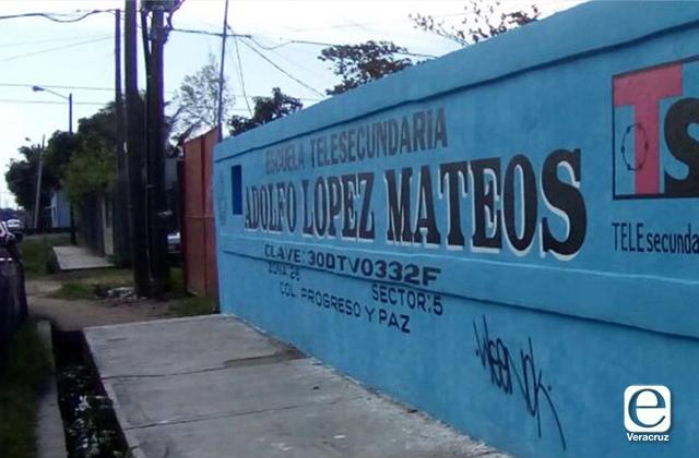 Escuela de Coatza pedía inscripción y hasta productos de limpieza
