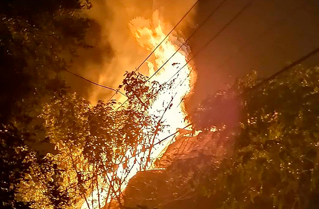 Cohete incendió palapa cuando quemaban viejos, en Coatza