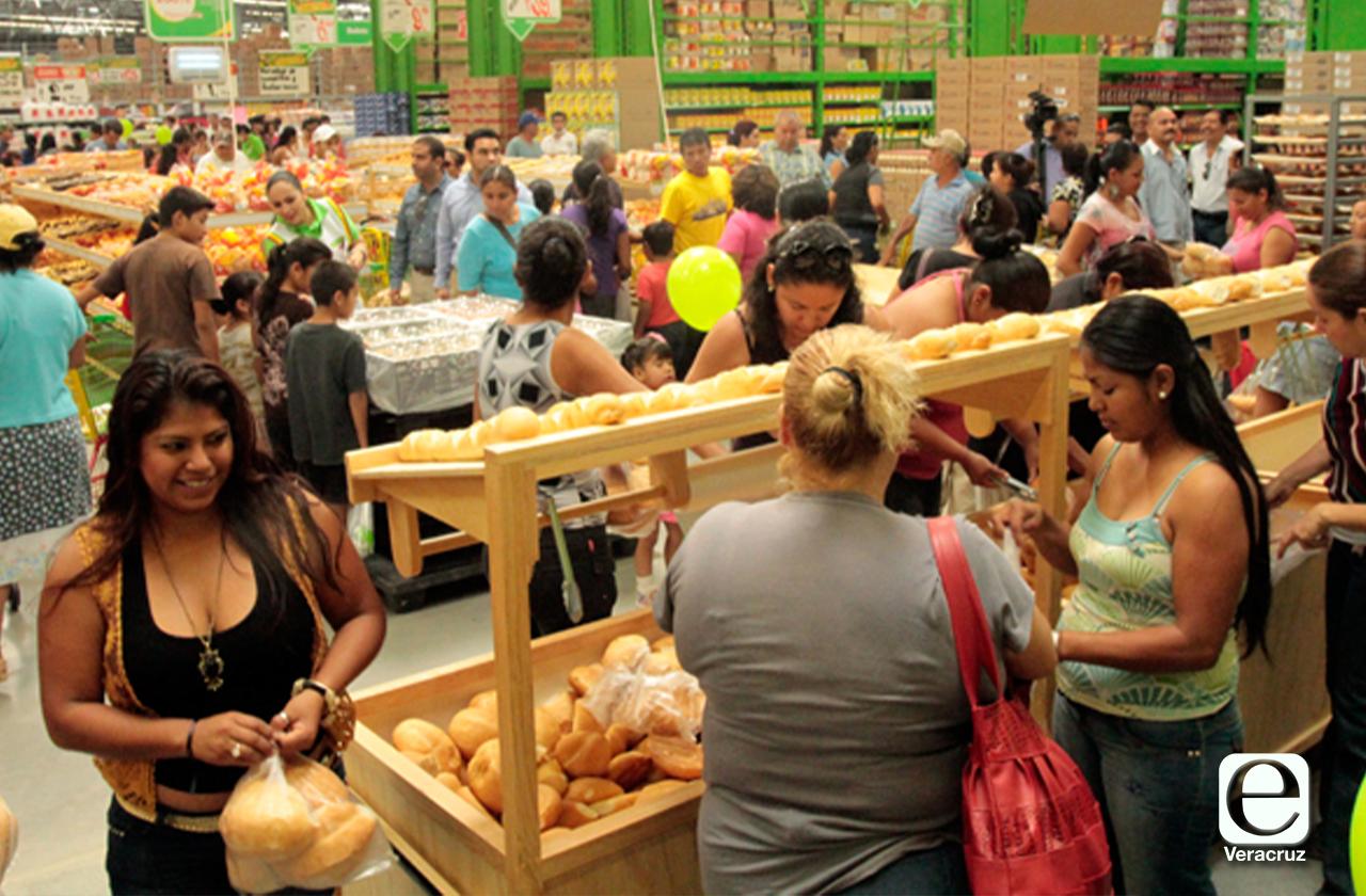 Centros comerciales de Coatza piden que sólo una persona acuda a comprar