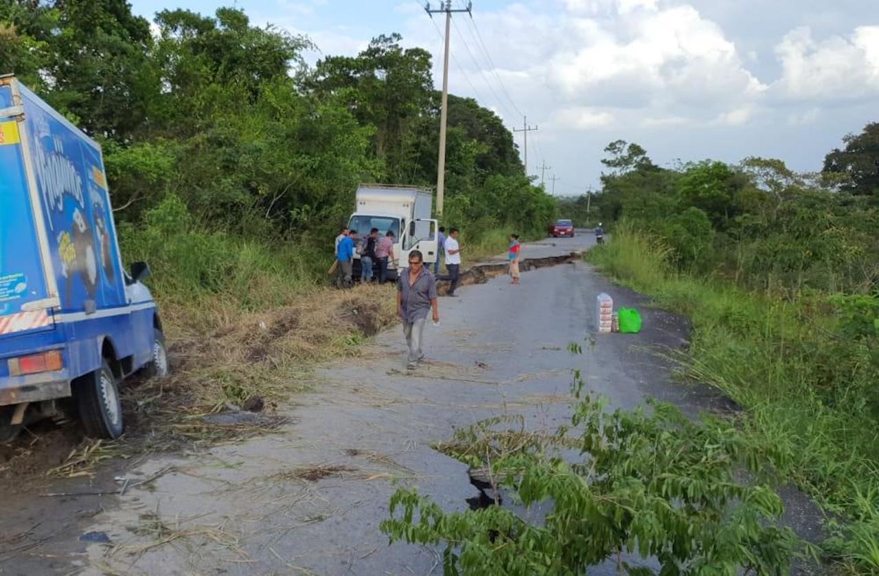 Colapsa carretera que comunica a Las Choapas con Moloacán