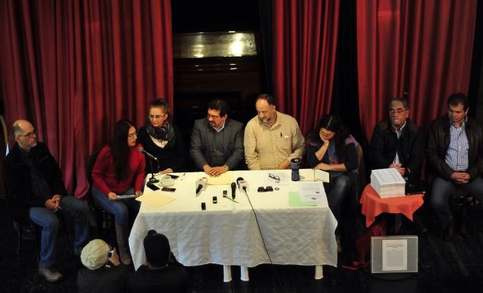 En Defensa de la UV lleva a candidatos a gobernador a una mesa