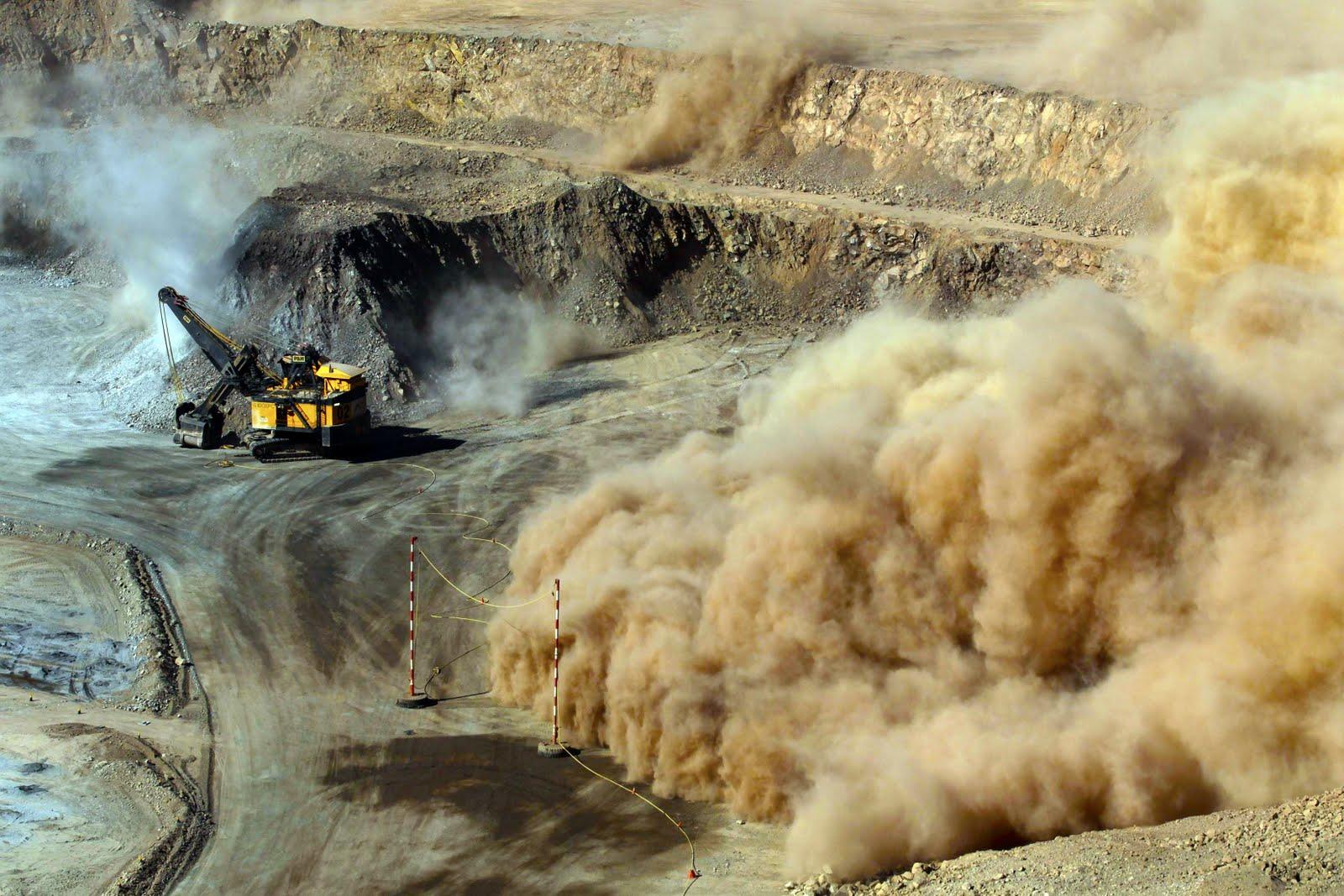 Mineras aprovecharían transición para obtener permisos de SEMARNAT