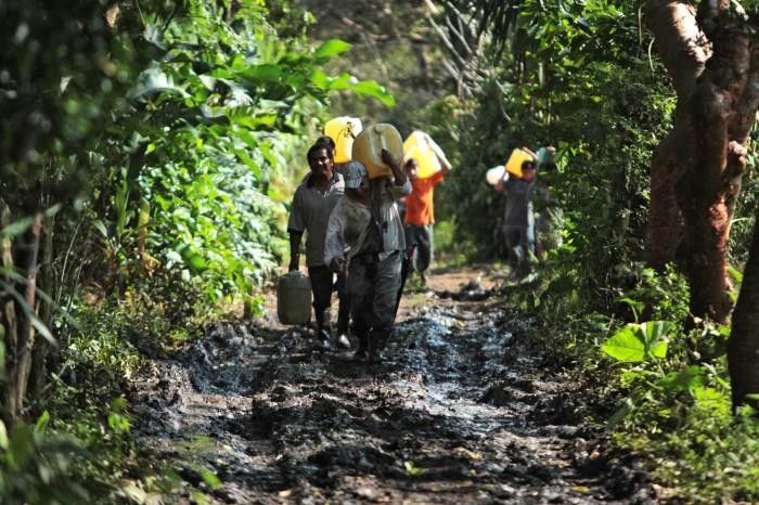 Pobreza convirtió el robo de combustible en comercio informal