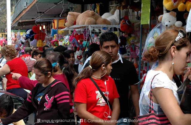 Comerciantes del centro de Veracruz afectados por cierre vial