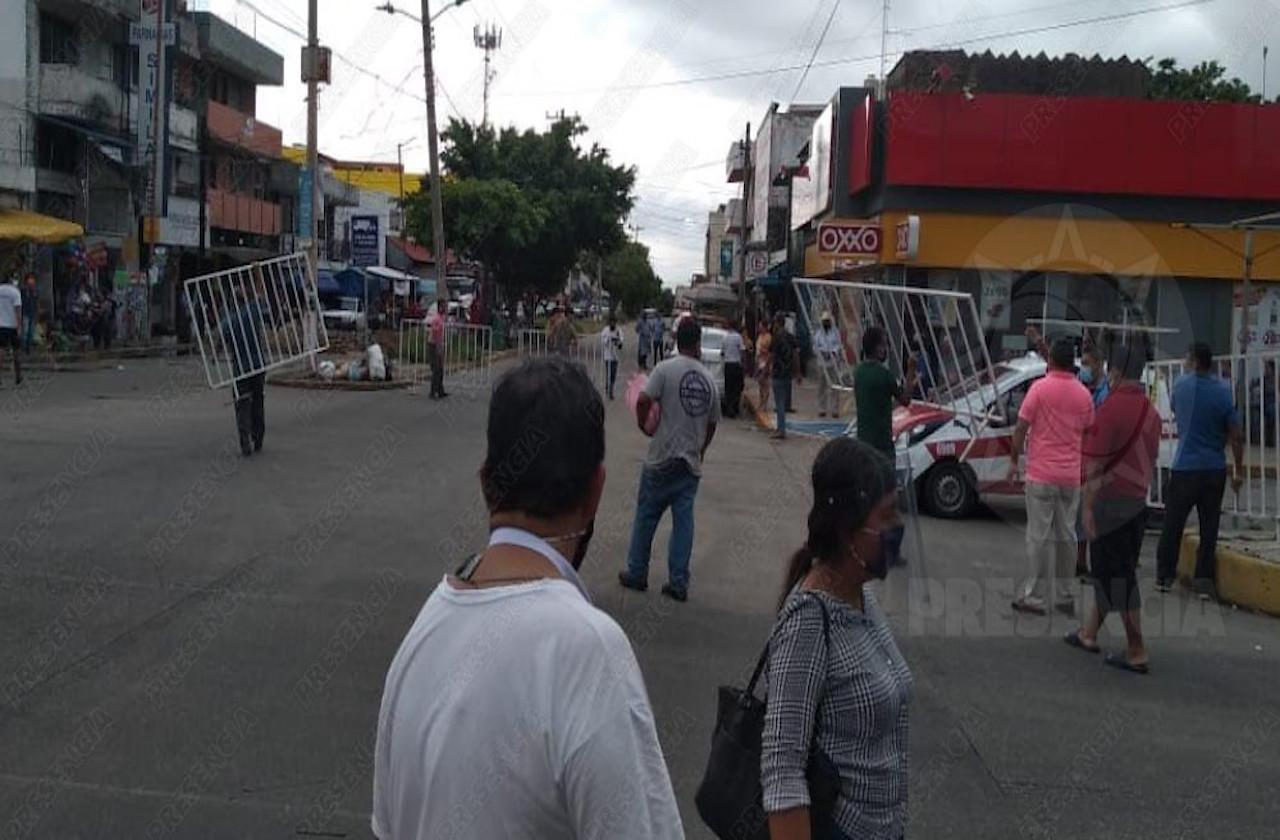 Comerciantes impiden cierres viales en Coatza