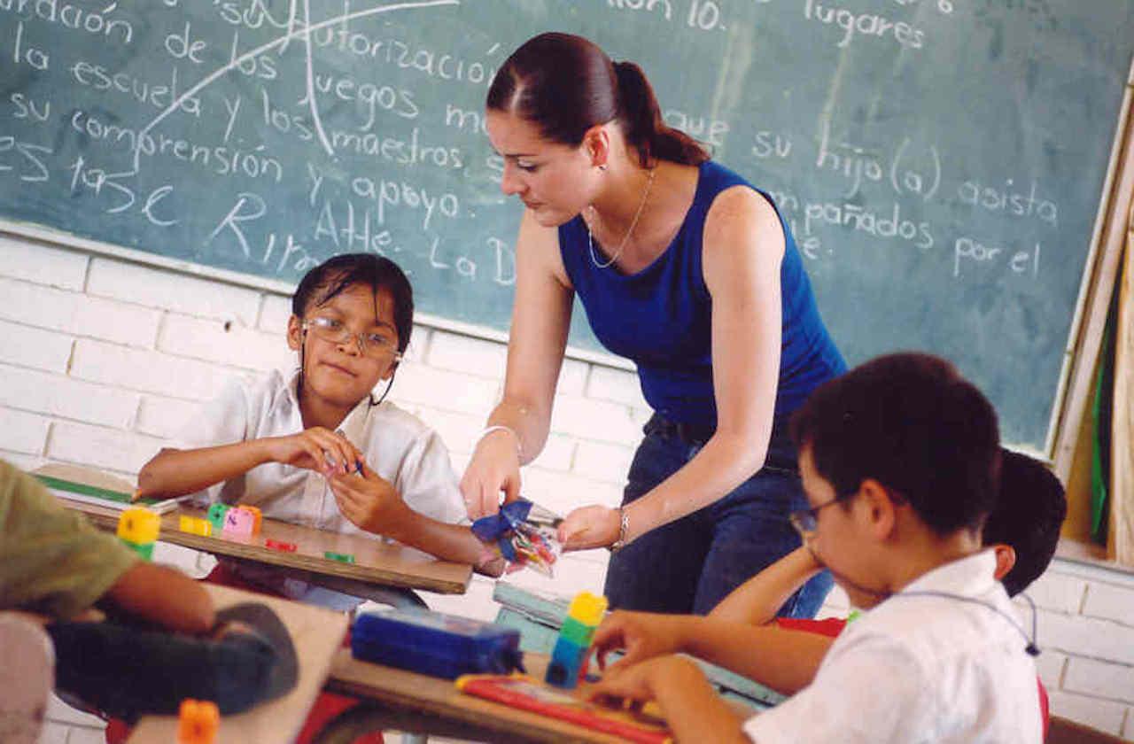 Educación especial a distancia, reto para docentes y padres