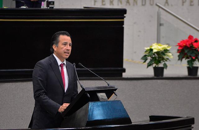 En comparecencia, Cuitláhuac se mofa de coalición PAN-PRD-PRI