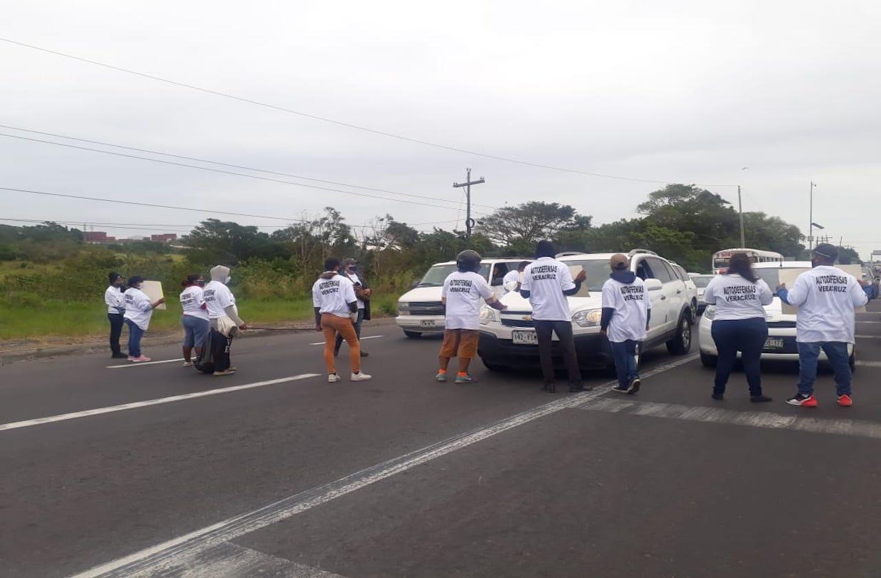 Con bloqueo, autodefensas exigen liberación de David Villalobos