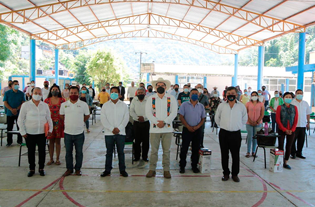 Con insumos de limpieza, SEV alista regreso a clases en Veracruz