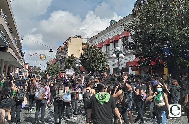 Organizaciones condenan represión en marcha feminista