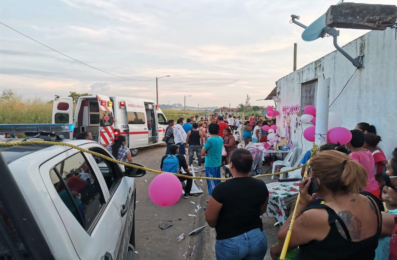 Conductor atropella a familia que celebraba baby shower