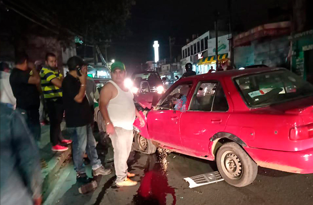 Conductor ebrio causa accidente en Xalapa; hay heridos