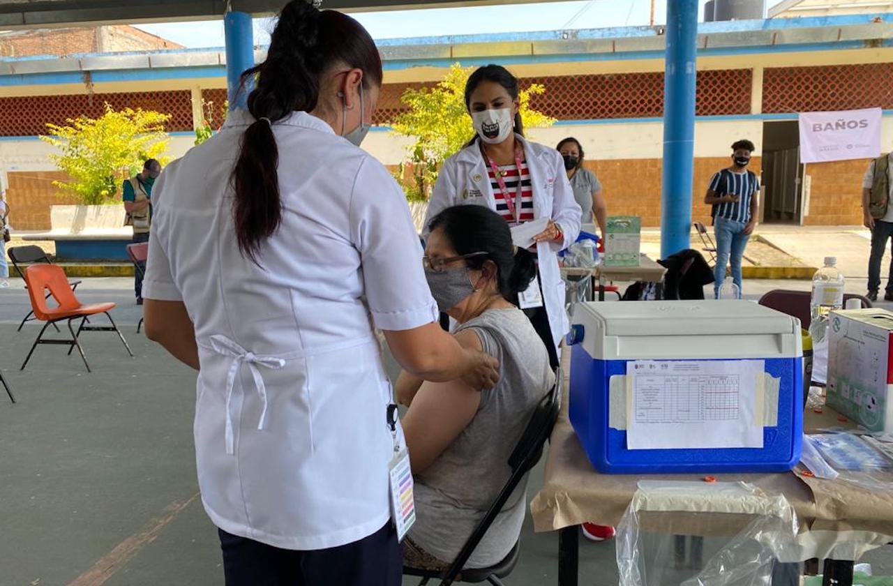 Confirman inicio de vacunación contra covid en Coatepec