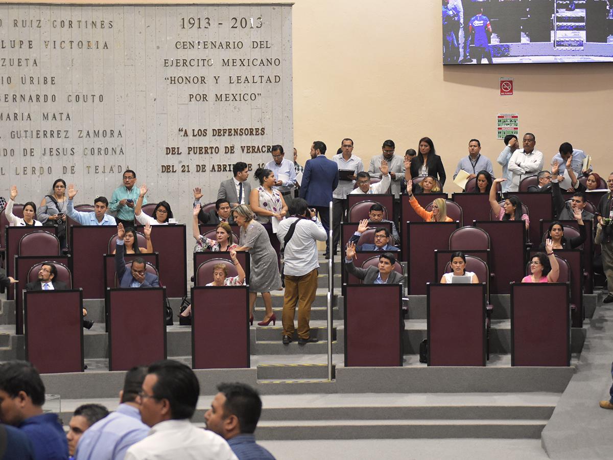 Autorizan Cuitláhuac y municipios contratar deuda por 6 mil 700 mdp
