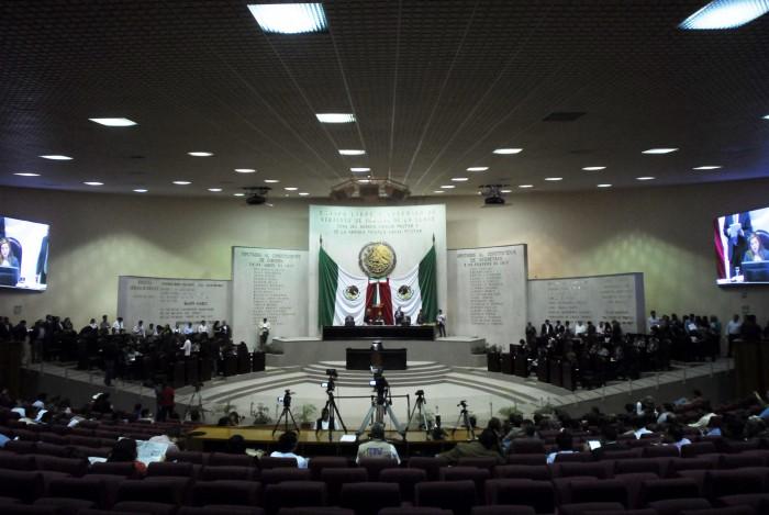 Ordenan a Congreso de Veracruz entregar base a 72 trabajadores