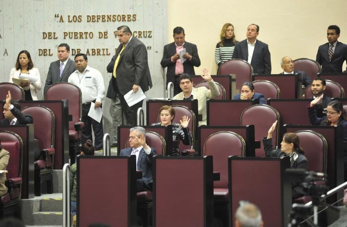 PRI y Morena desechan votación de reducción de regidurías