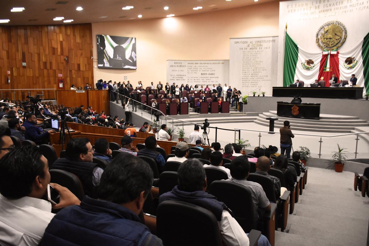 Secretaria gana 60 mil pesos mensuales en Congreso veracruzano