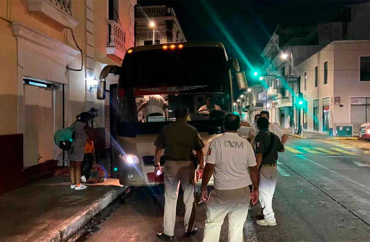 Continúan redadas, aseguran 52 haitianos más en Cuitláhuac