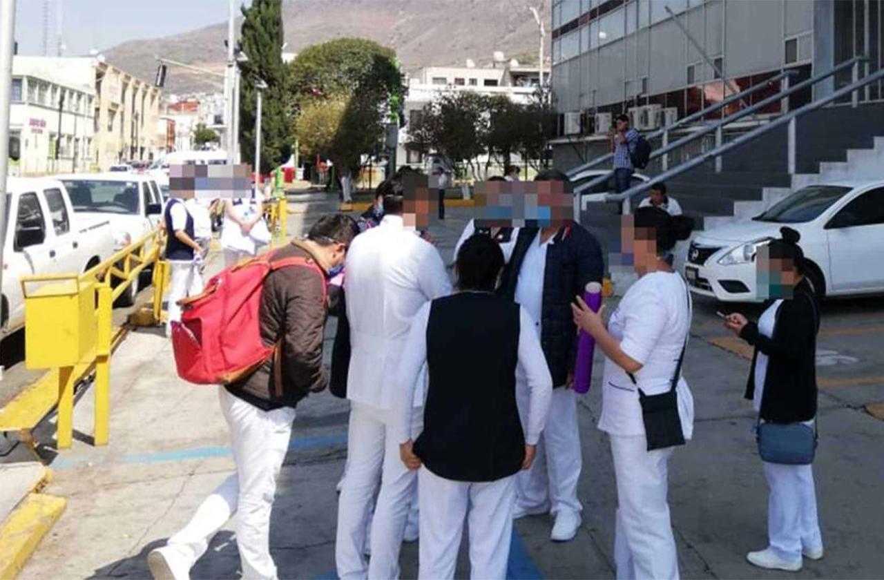 AMLO anuncia contratación de 3 mil médicos para combatir covid-19