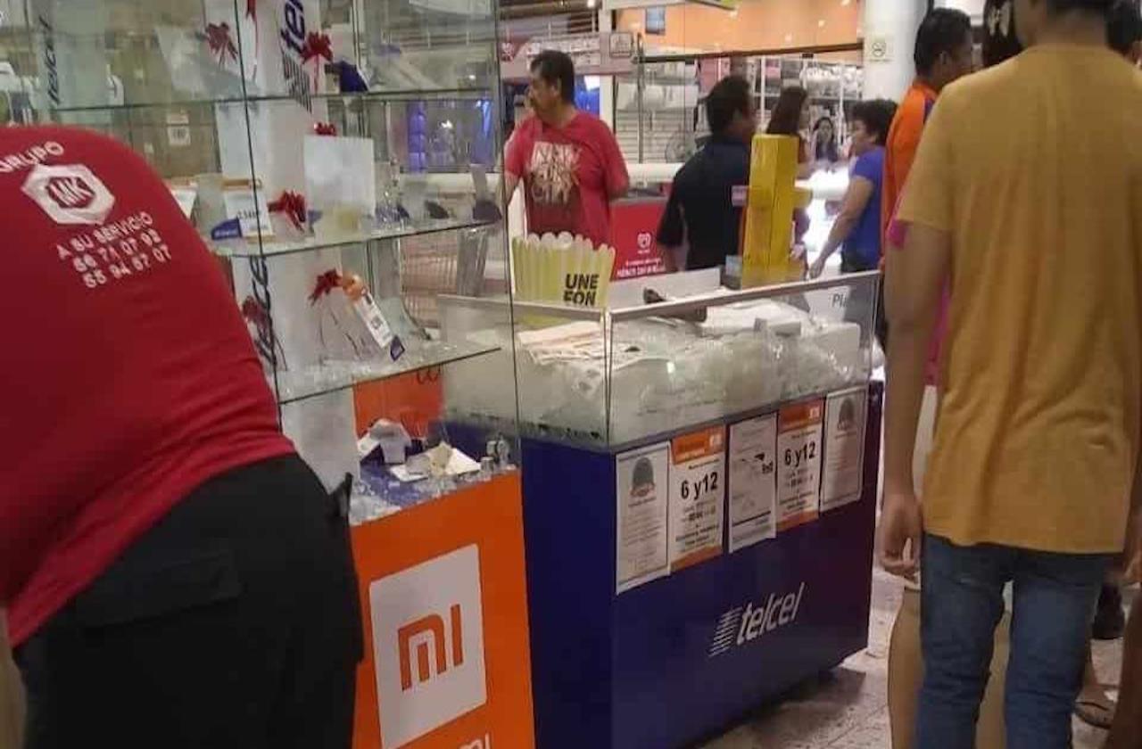 A balazos, sujetos roban celulares en súper de El Coyol