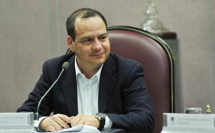 Destituyen a Cuahutémoc Pola, Secretario de Fiscalización del Congreso