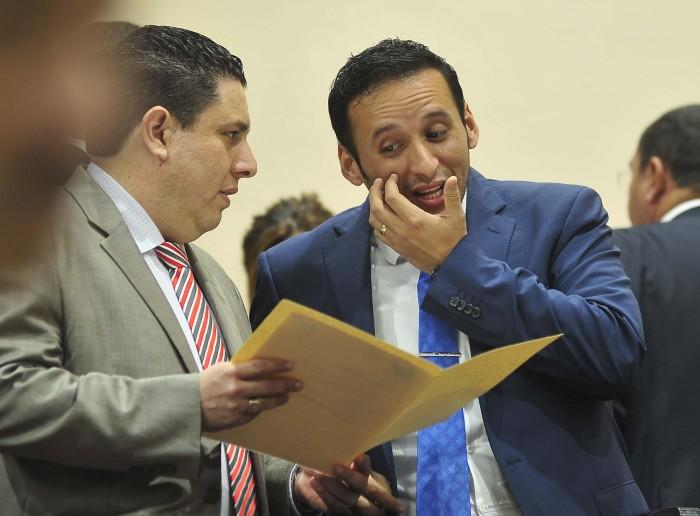 Proponen contratar crédito para pagar deuda a ayuntamientos
