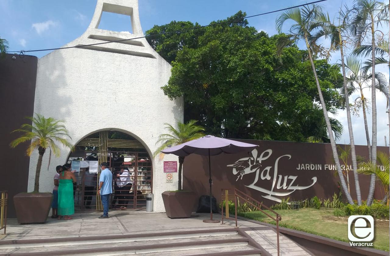 Clausuran funeraria en Veracruz que cremaba víctimas covid