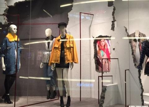 Critican a Bershka en redes por polémica decoración