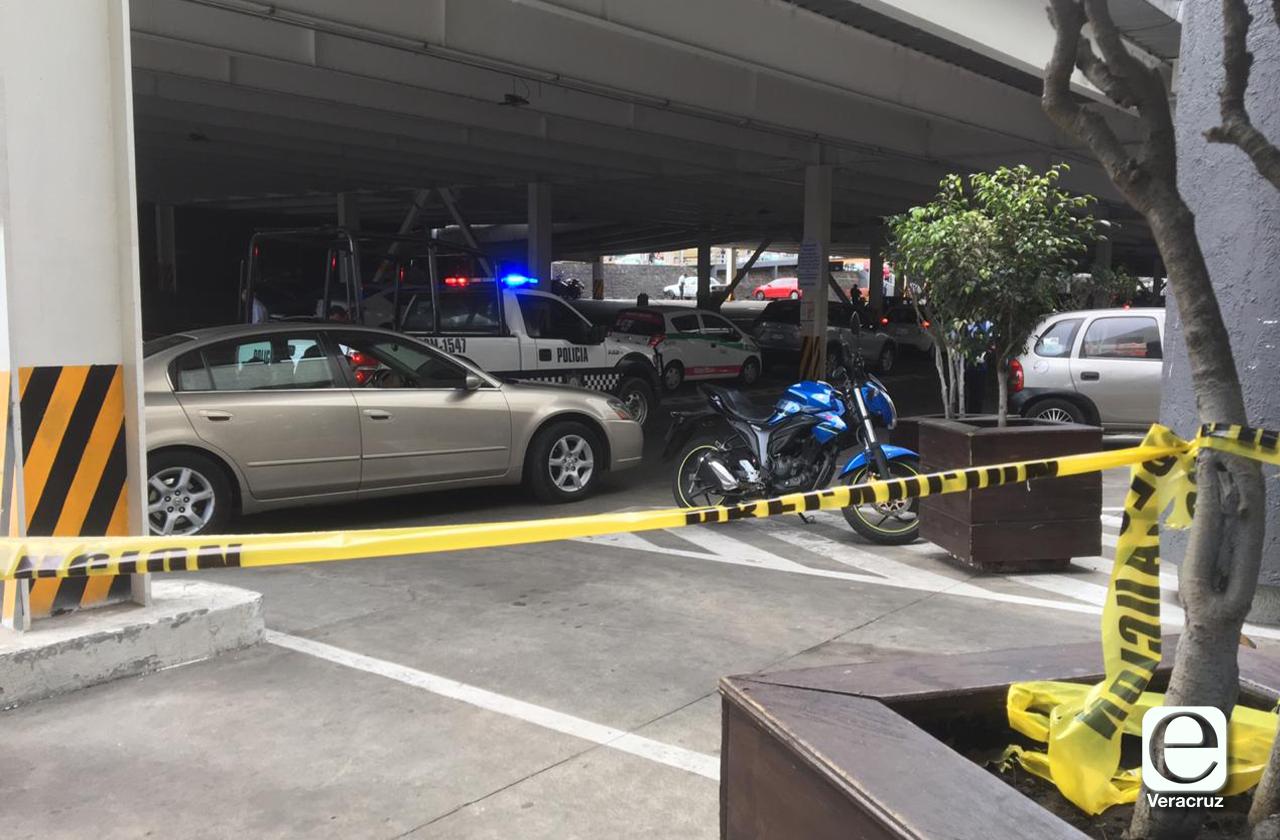 Persecución entre policías y hombres armados en taxi termina en Plaza Cristal