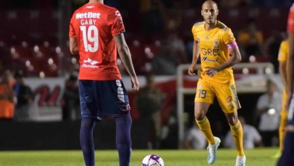 En protesta, Tiburones dejan de jugar 5 minutos en partido contra Tigres
