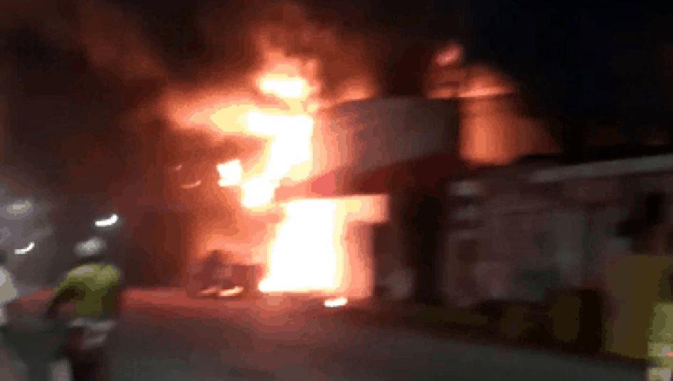 Incendio acaba con negocios del Puerto de Veracruz