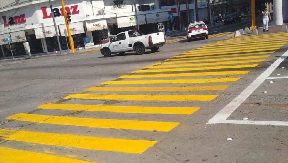 Regresa a su color original paso peatonal LGTBTI