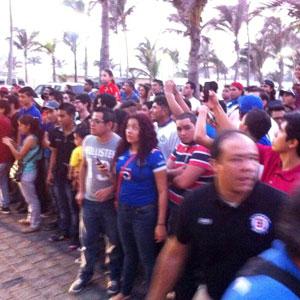 Arribo de Cruz Azul a Veracruz causa tumulto y furor entre aficionados