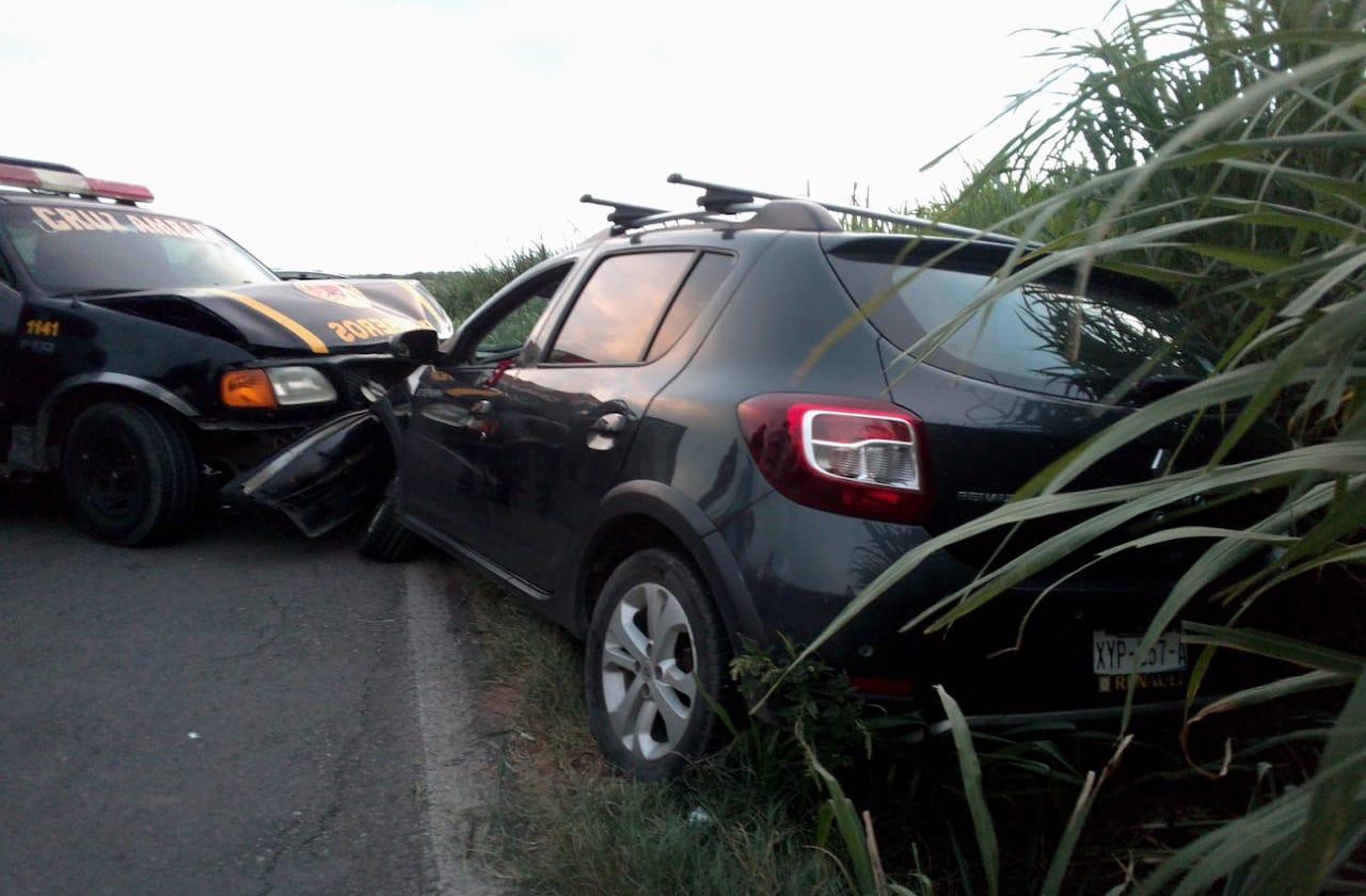 Cruz Ámbar choca con camioneta en carretera a Cánticas