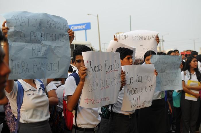 Protestan estudiantes del Cetis 79, exigen mejoras