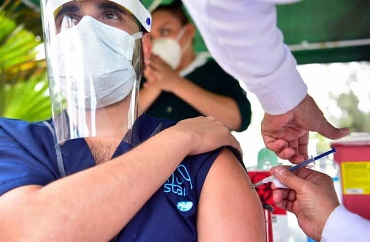 ¿Cuánto debe pasar para recibir segunda dosis de vacuna anticovid?