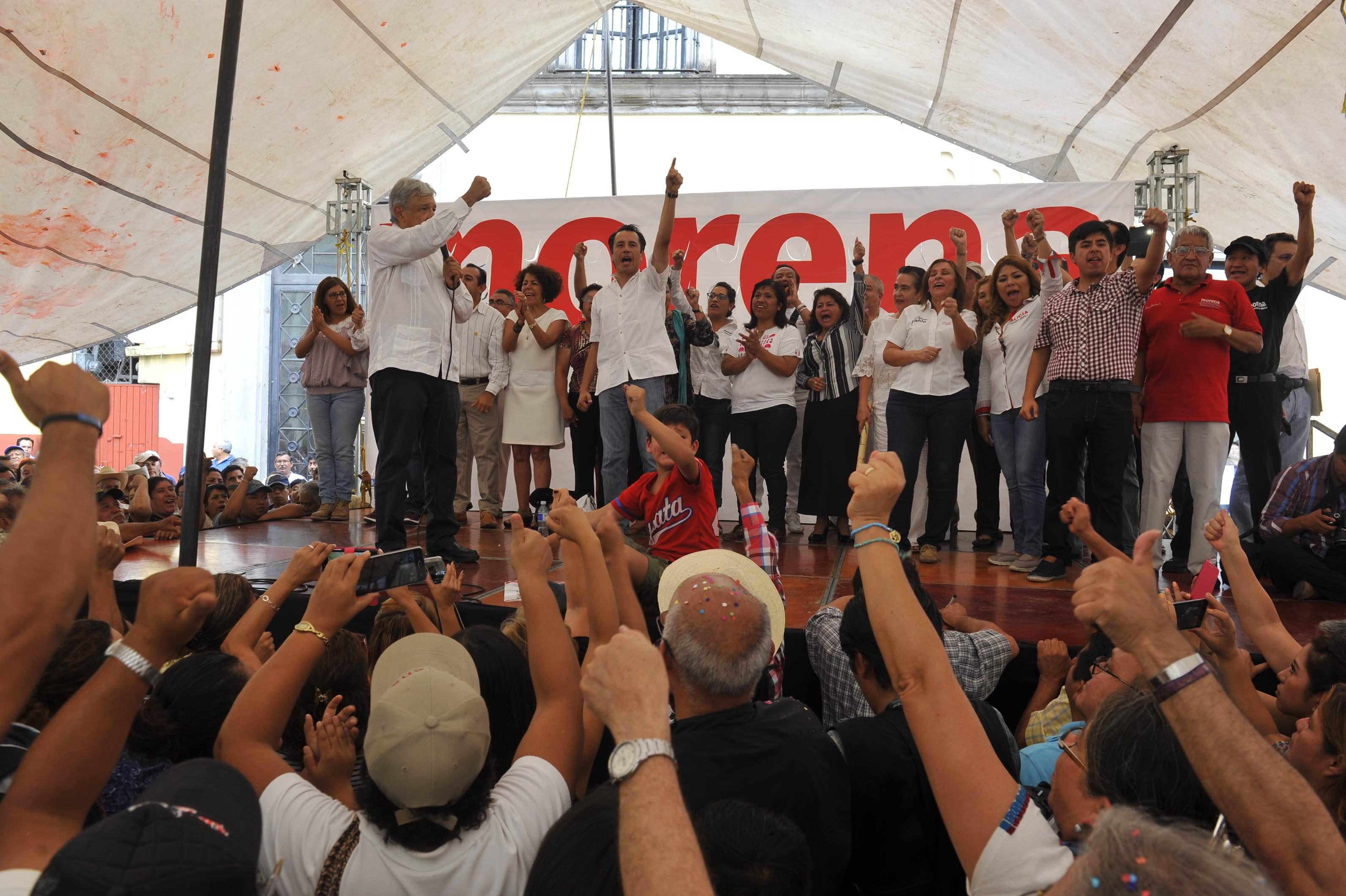 Nombre de Rubén Espinosa en mitin de AMLO en Xalapa