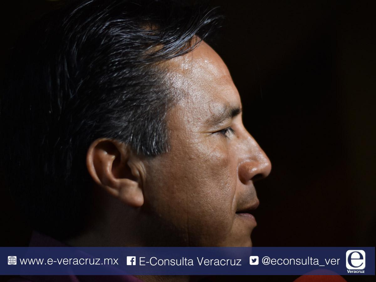 Pago de aguinaldos, nuevo desacuerdo entre Cuitláhuac y Yunes