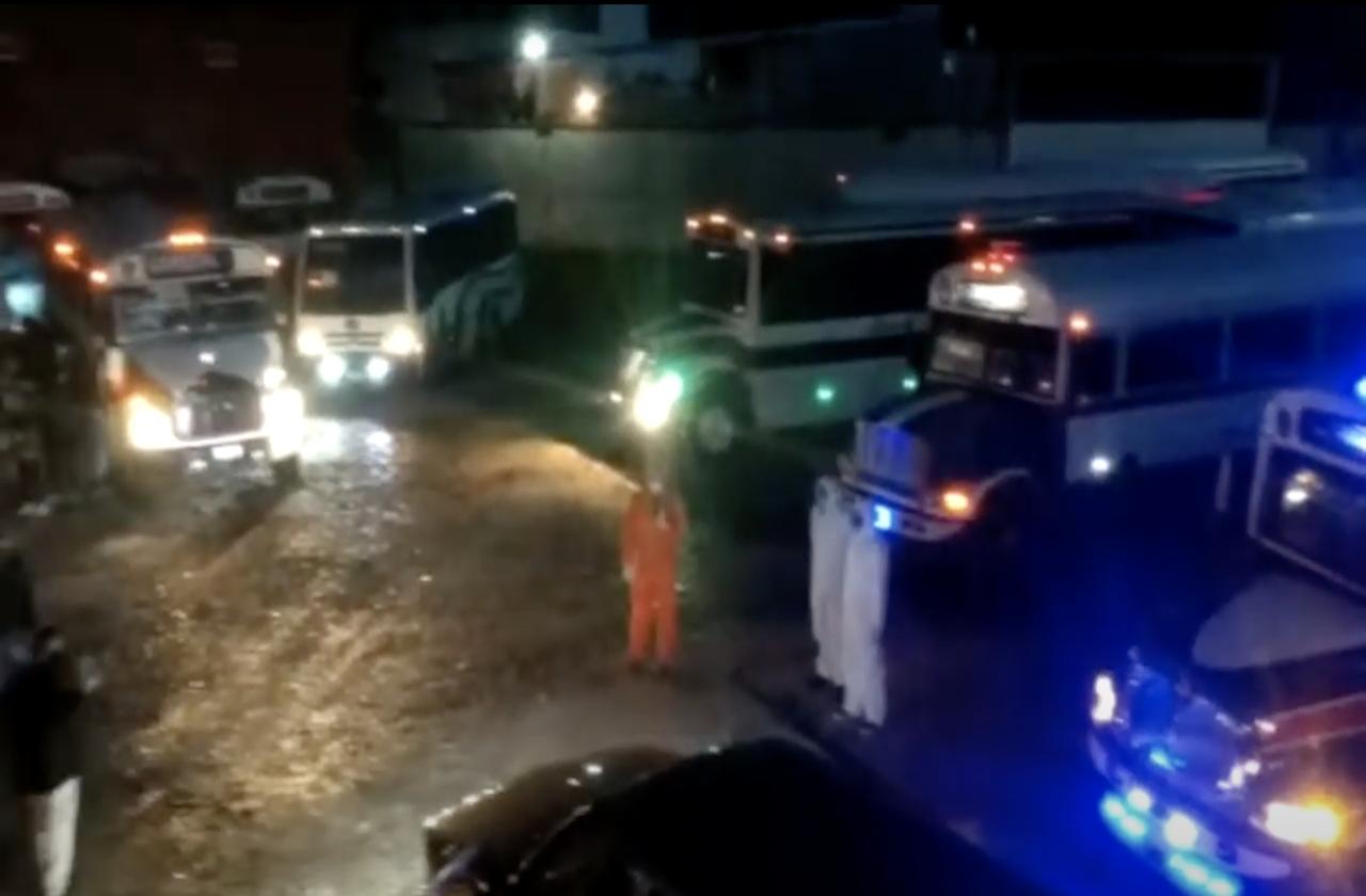 #VIDEO | Homenajean a camionero fallecido con síntomas de covid