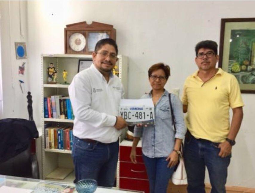 En veda electoral, director de Transporte Público promueve a Yunes vía Twitter